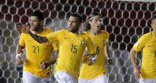 Dani Alves salva a Brasil de la derrota en el último suspiro