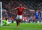 Martial mantiene al United en la lucha por la Champions
