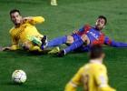 Al Levante se le olvida marcar y el Sporting sale vivo del Ciutat