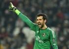 La mujer de Diego López carga contra el entrenador del Milán
