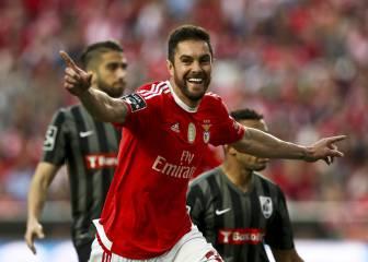 El Benfica gana al Guimaraes y roza el título en Portugal