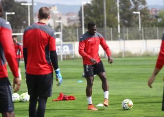 Caicedo sprinta y llega para ayudar ante el Sevilla
