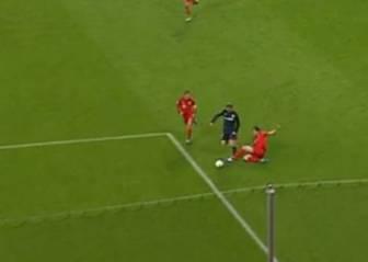 El penalti que falló Torres fue falta, pero fuera del área