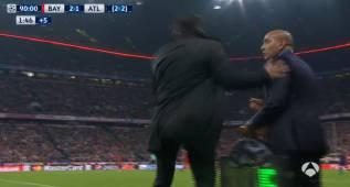 Simeone pegó un manotazo al delegado del Atlético