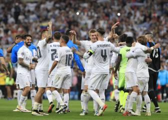 La emotiva celebración de los jugadores del Real Madrid en el césped del Bernabéu