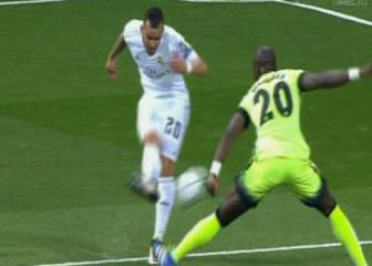 Jesé reclamó un penalti por una mano de Mangala