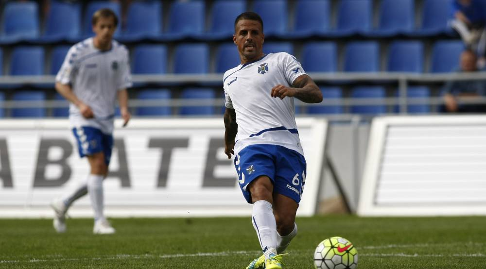 Fans favourite, Vitolo, in the 2015/16 home kit of Tenerife