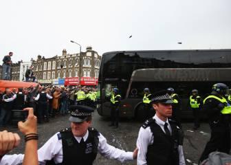 El West Ham sancionará de por vida a quien apedreó el bus