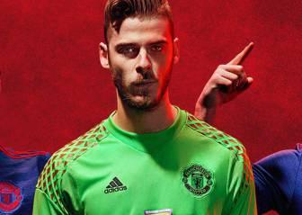 David de Gea posa con la nueva camiseta del United 16/17