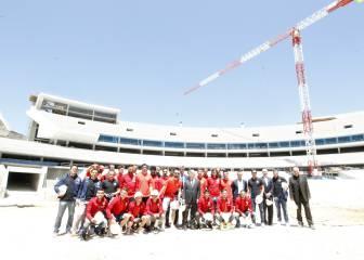 Los jugadores del Atlético visitan las obras de La Peineta