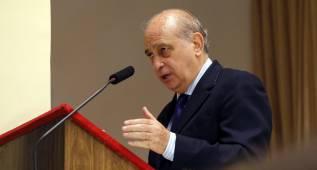 El ministro del Interior niega que haya tenido que ver con la prohibición de las esteladas