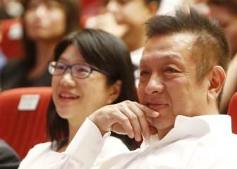 Lim despide a la expedición del Valencia de Singapur