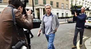 Oficial: Van Gaal, despedido, y Mourinho ya hace la mudanza