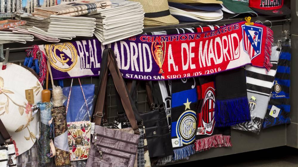 Bufandas de la Final de la Champions entre el Real Madrid y el Atlético 7cdaf3b1132