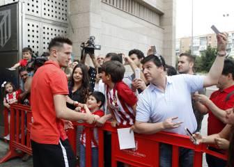 El Atleti recibe el apoyo de su afición antes de viajar a Milán