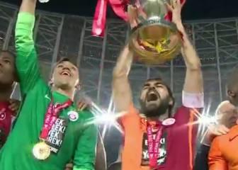 Podolski da al Galatasaray su decimoséptimo título de Copa