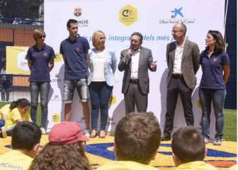 Busquets inaugura un campo de fútbol en su localidad natal