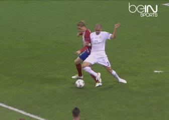 El Madrid protestó en el penalti de Pepe a Fernando Torres