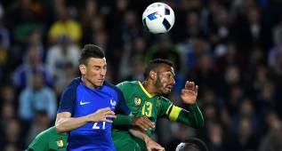Francia golpea con hierro y se defiende con barro