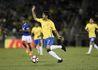 Kaká se pone la camiseta de Brasil siete meses después