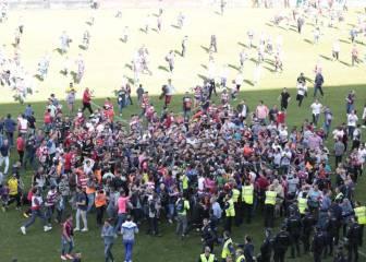 La invasión de campo ante el Barça puede costar 7.000 euros