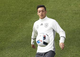 Özil nuevo centro de las críticas de la derecha alemana