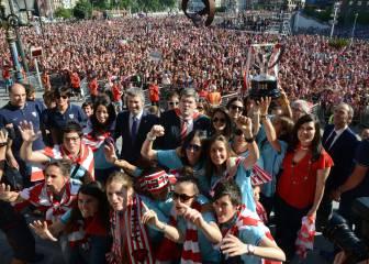 10.000 personas arropan a las campeonas del Athletic