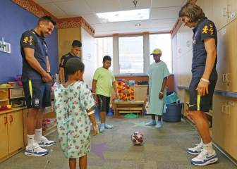 Filipe, Diego Alves y Coutinho visitaron un hospital infantil