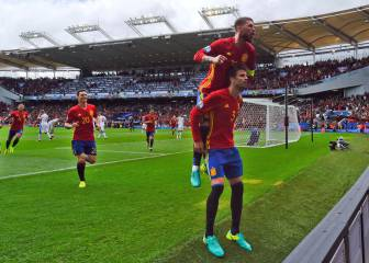 Piqué y Ramos firman la paz en Twitter: vuelven a seguirse