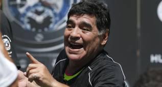 """Maradona no se aclara: """"Jamás podría hablar mal de Messi"""""""