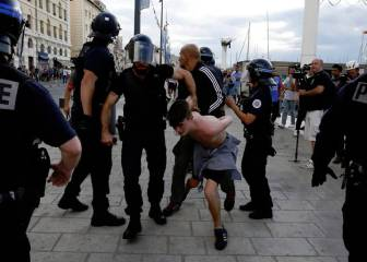 Francia mete en prisión a tres hinchas rusos y expulsa a 20