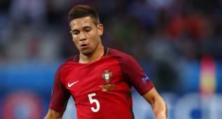 El Borussia Dortmund ficha al portugués Raphael Guerreiro