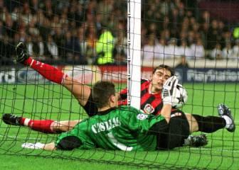 Casillas cambia su suerte en un mes y un día (2002)