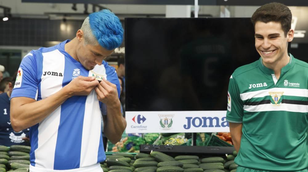Insólito: El Leganés presenta su nueva camiseta con olor a césped