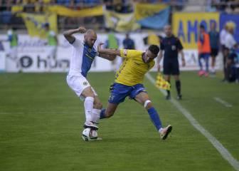 Calvo acerca el ascenso al Cádiz con su gol en el Carranza