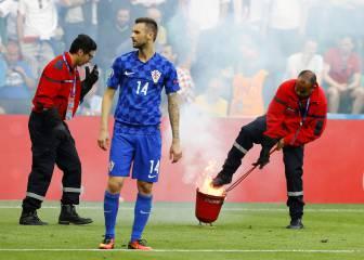 La UEFA sanciona a Croacia con 100.000 euros por las bengalas