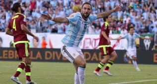 """De Laurentiis: """"Quiero a Higuaín siempre en el Nápoles"""""""