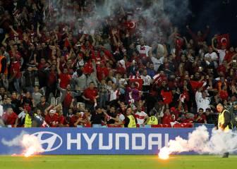La UEFA, a la caza y captura de las bengalas de los ultras