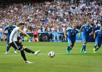 Özil falla el primer penalti de Alemania en las Eurocopas