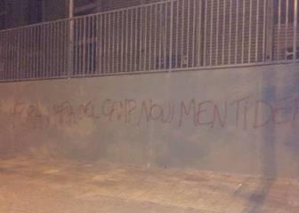 """Pintadas contra Rosell y Bartomeu: """"Cobardes, falsos"""""""