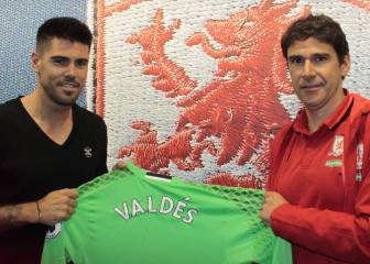Oficial: Víctor Valdés ficha por el Middlesbrough de Karanka