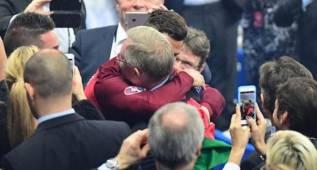 Ferguson felicitó efusivamente a Cristiano y a Nani en el estadio