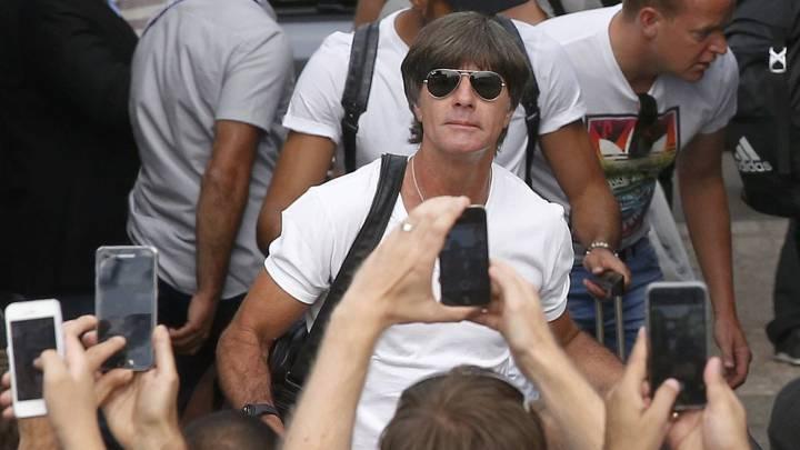 Löw continuará al frente de Alemania al menos hasta 2018