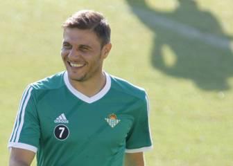 Joaquín y un golazo de Piccini dan otro triunfo al Betis