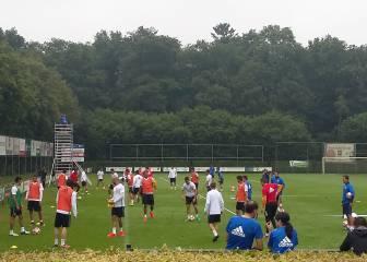 Layhoon Chan supervisa el entrenamiento del Valencia