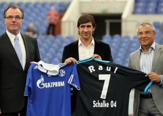 28 de julio: El Schalke hace oficial el fichaje de Raúl (2010)