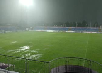 La UEFA evitó la suspensión pese al mal estado del campo