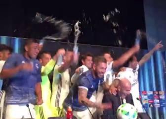 Los jugadores interrumpen la rueda de prensa de Zidane