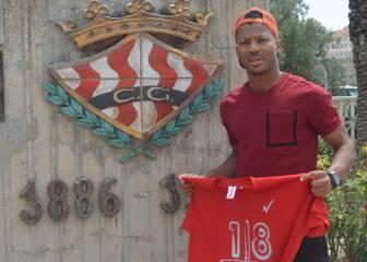 Ike Uche firma por una temporada más otra opcional