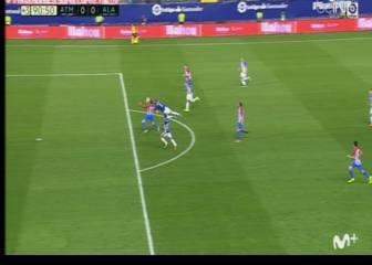 El Alavés reclamó mano en el penalti a Fernando Torres